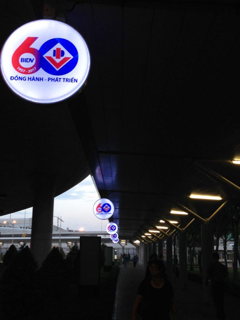 ベトナムホーチミンタンソンニャット国際空港から国内線ターミナルへ