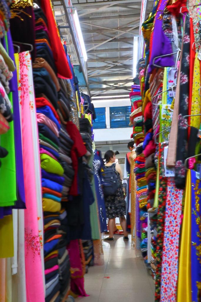ハン市場二階は衣料品