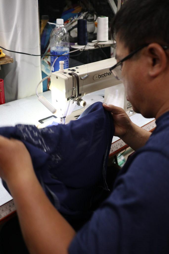 ハン市場二階でアオザイのオーダーメード後、すぐに縫製