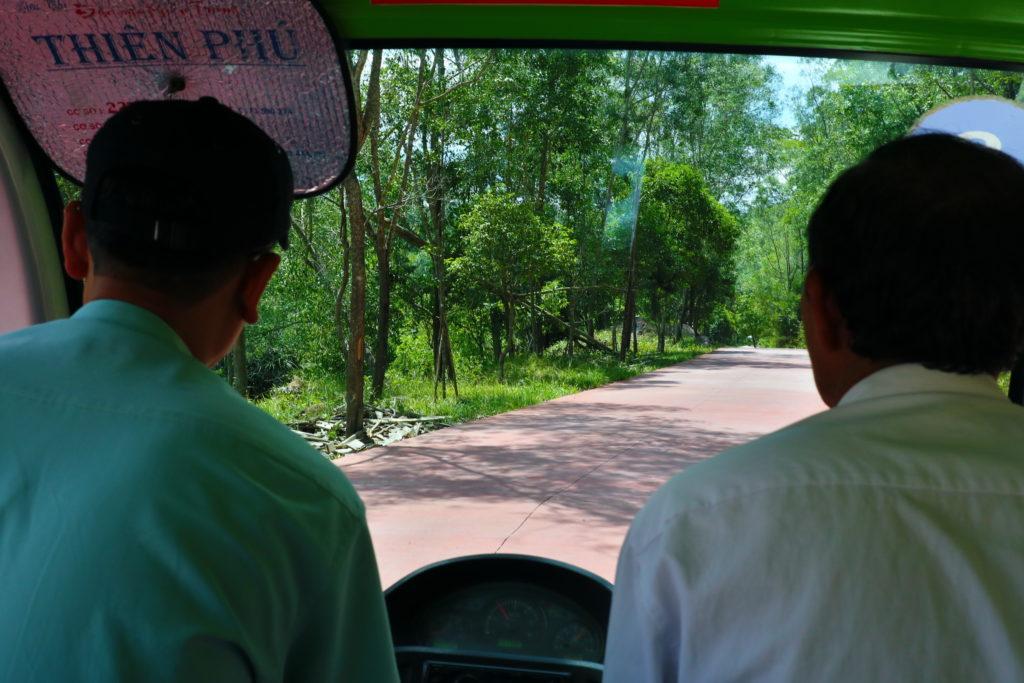 ミーソン遺跡敷地内を走る無料電気自動車