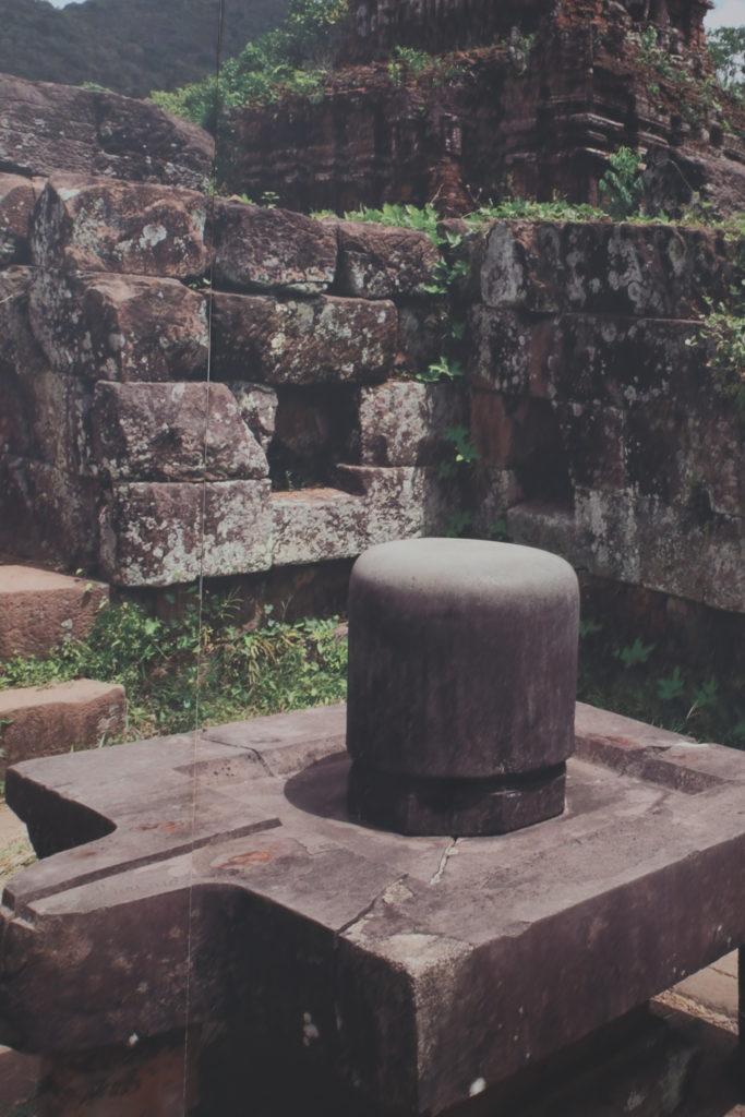 ミーソン遺跡のヒンドゥー教の遺構、ヨニリンガ