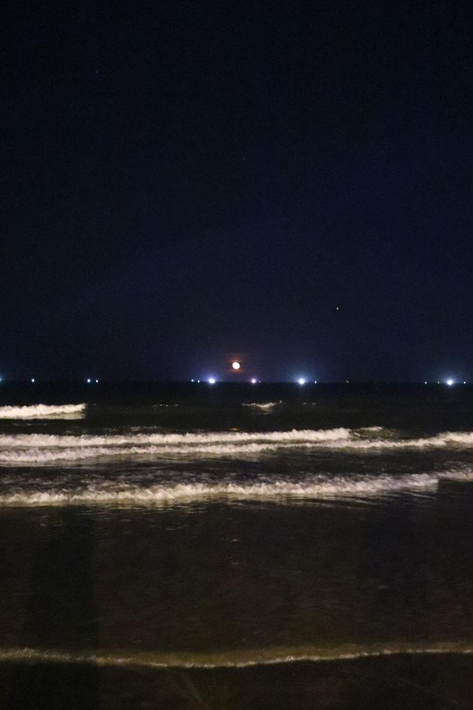 ミーケビーチの波打ち際