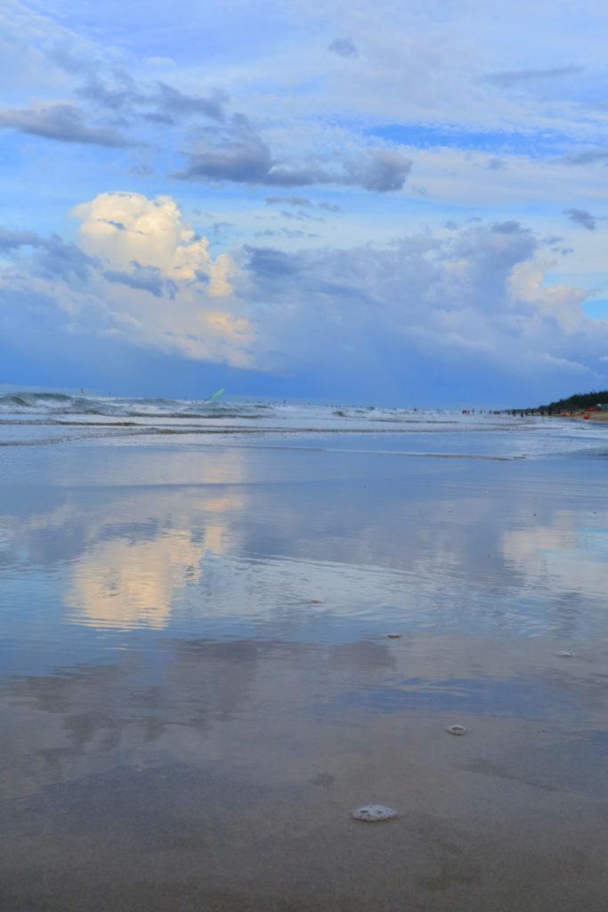 ホイアンアンバンビーチの夕暮れ