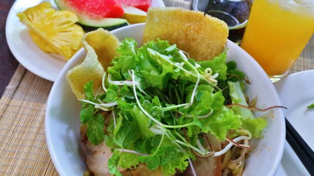 アンバンビーチ、カシューツリーバンガローの朝食