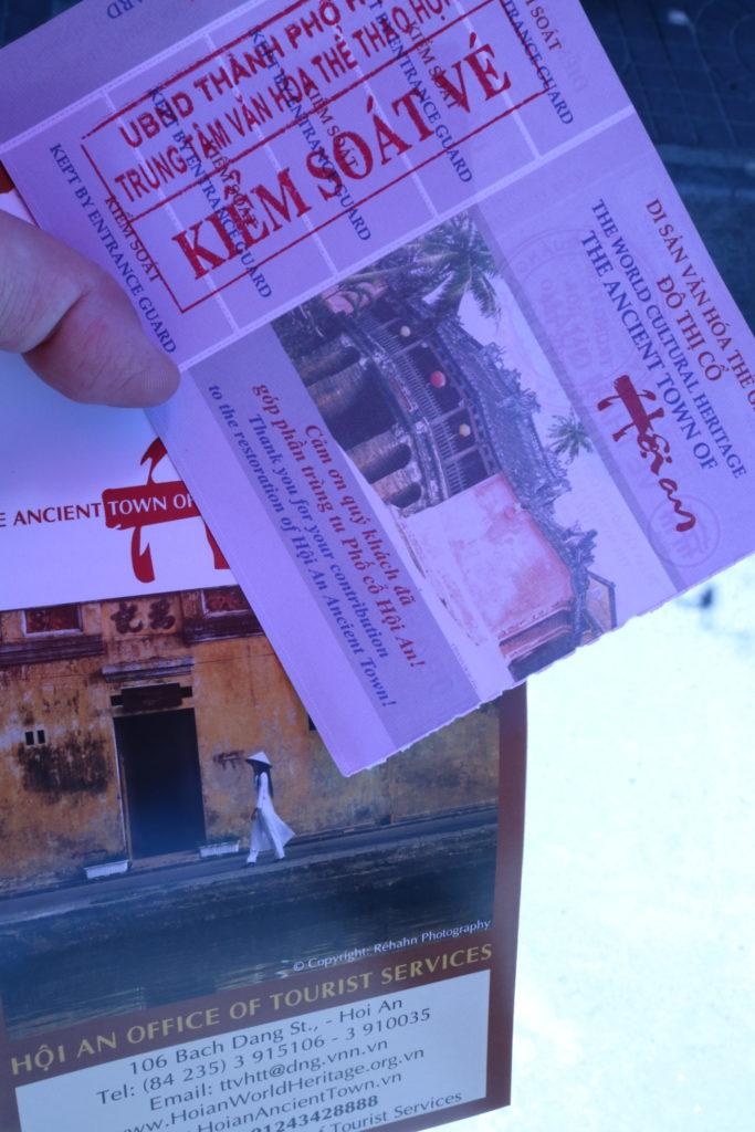ホイアン旧市街観光チケットとパンフレット