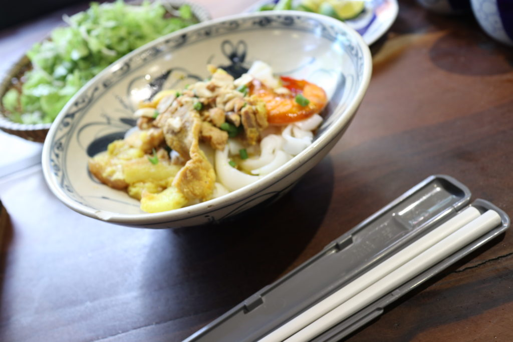 ベトナムダナンのご当地麺ミークワン