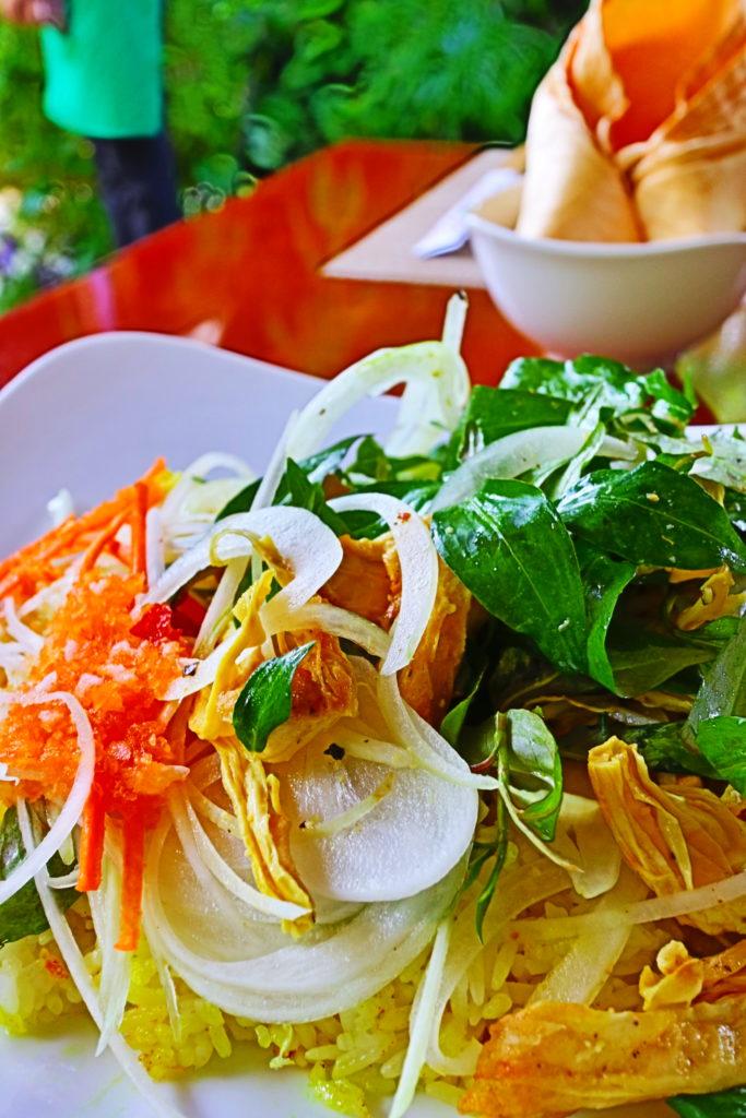 ホイアンのヴィーガンレストランMINH HIENの野菜たっぷりコムガー