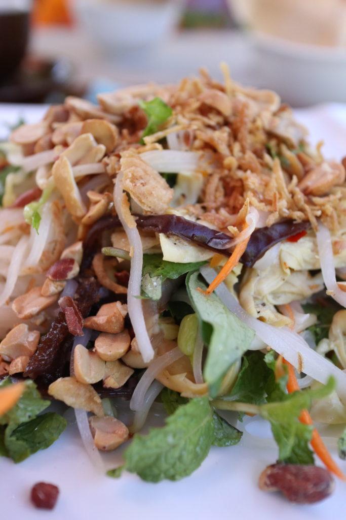 ヴェジタリアンレストランMINH HIENのフォーはナッツと湯葉たっぷり