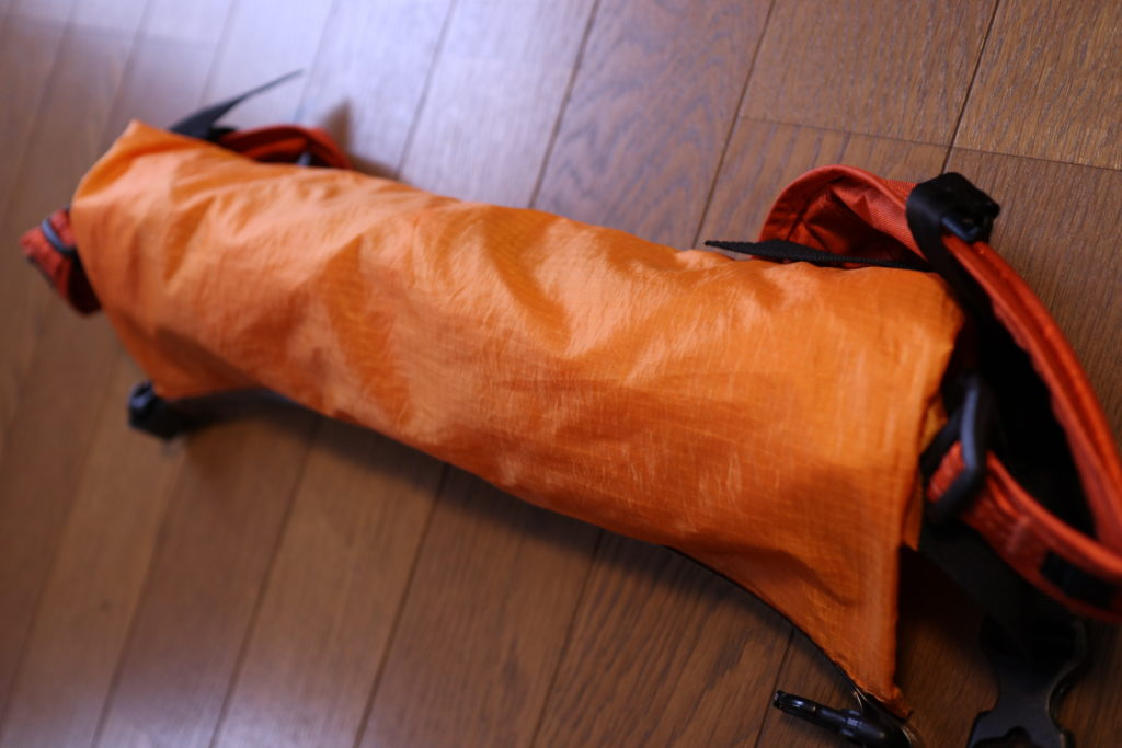 ベトナム女一人旅のバックパックに、超軽量の防水サブリュックを